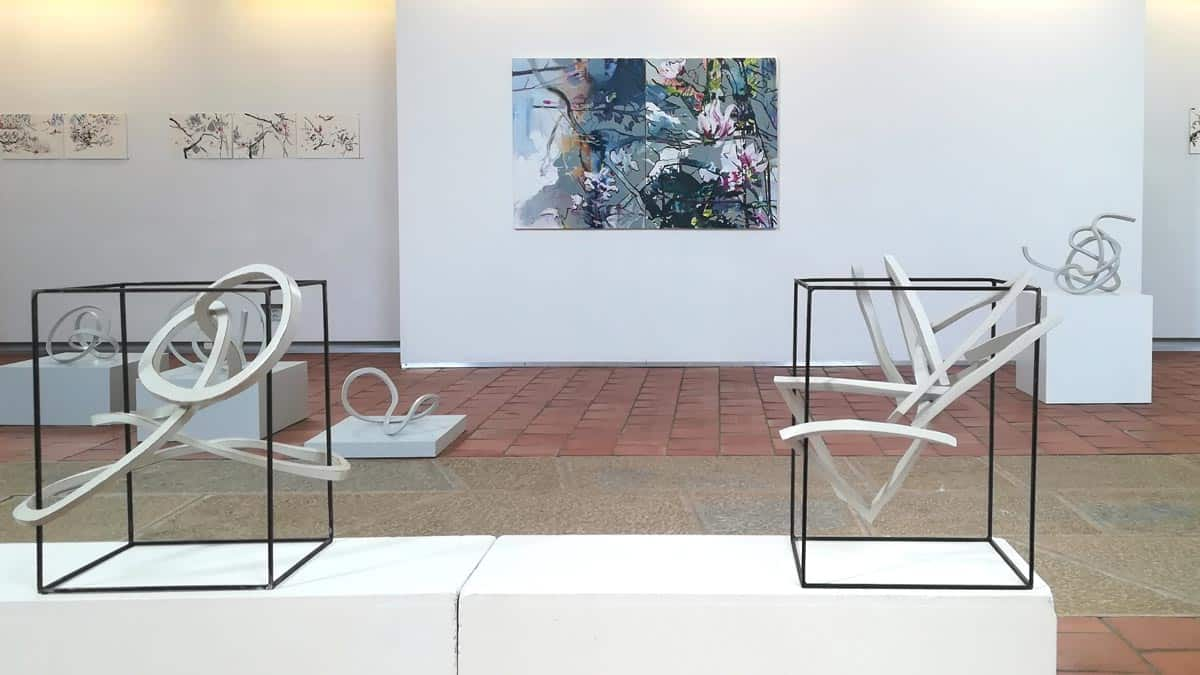 vice versa, Judit Rozsas (Bilder) und Kurt Baumann (Objekte), Alte Kirche Härkingen, Schweiz